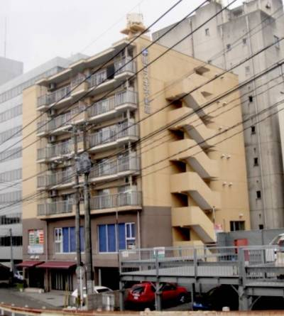 1階と2階はテナントさんがご入居中。3階から上が住居です。