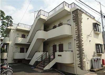 地上2階、半地下1階です。