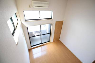 高天井のロフト付き!とても開放感があり入居者様に人気です。