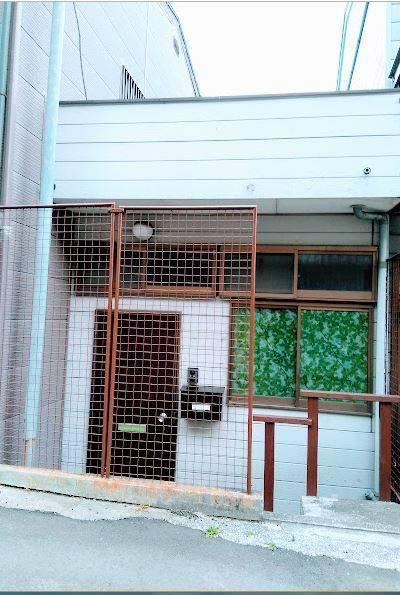 平屋の戸建てです。緑シート取り外せます。事務所等にも。