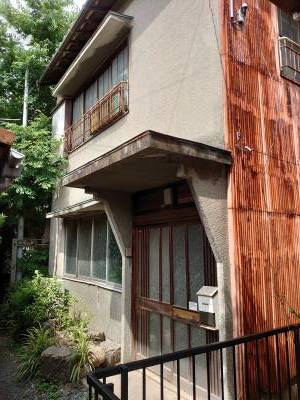 築52年の一軒家。古いですが静かな住宅街です。