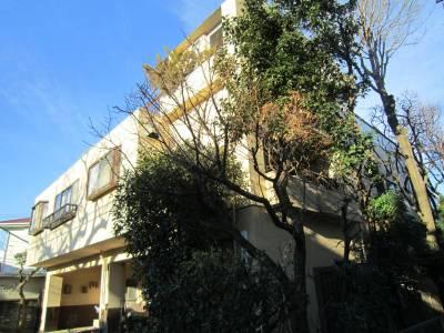 メゾン世田谷 建物 全景 102号室は写真右側(東側)